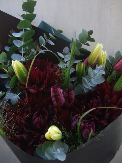 オークリーフ(ダリアとチューリップの花束)_f0049672_12404733.jpg