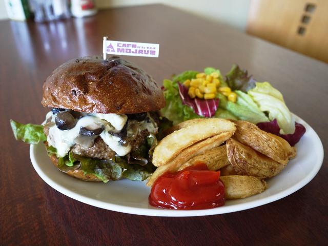 Gorgonzola Burger始めました_c0228895_2339127.jpg