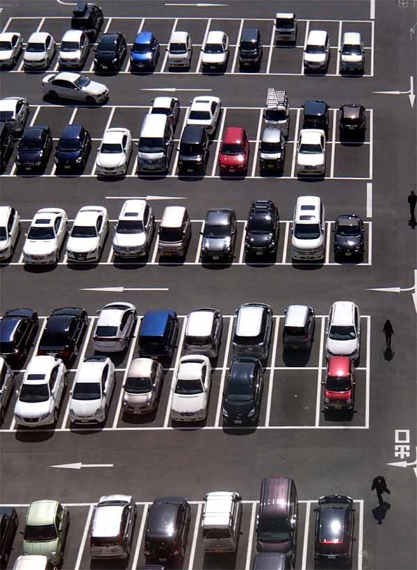 駐車場に見る人間考察_e0022047_103219.jpg