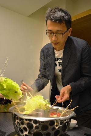 食在有趣 台湾、美食めぐり① 台北編 寬巷子QUANの花芸火鍋_b0053082_8241155.jpg