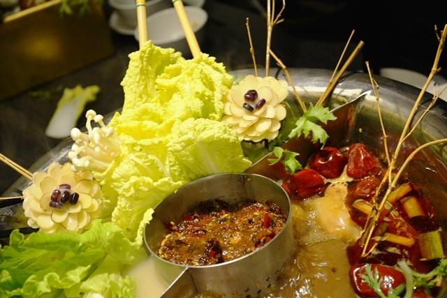 食在有趣 台湾、美食めぐり① 台北編 寬巷子QUANの花芸火鍋_b0053082_8275352.jpg