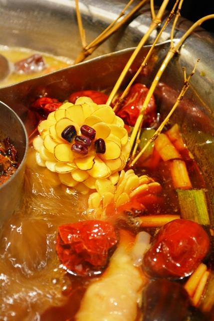 食在有趣 台湾、美食めぐり① 台北編 寬巷子QUANの花芸火鍋_b0053082_828352.jpg