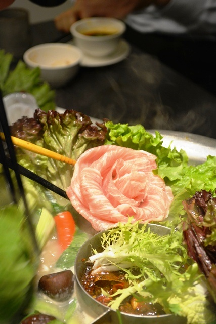 食在有趣 台湾、美食めぐり① 台北編 寬巷子QUANの花芸火鍋_b0053082_8464744.jpg