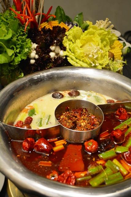 食在有趣 台湾、美食めぐり① 台北編 寬巷子QUANの花芸火鍋_b0053082_864438.jpg