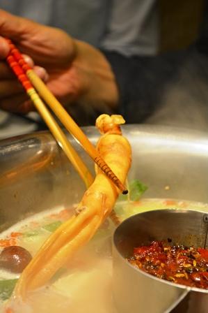 食在有趣 台湾、美食めぐり① 台北編 寬巷子QUANの花芸火鍋_b0053082_865756.jpg