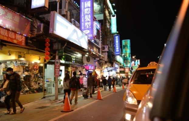 食在有趣 台湾、美食めぐり① 台北編 寬巷子QUANの花芸火鍋_b0053082_9192151.jpg