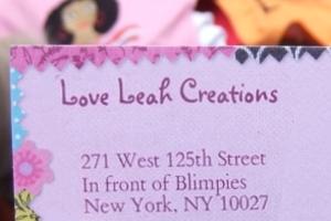 ニューヨークの街角で見かけた母への愛たっぷりのファッション・アイテム_b0007805_9163165.jpg
