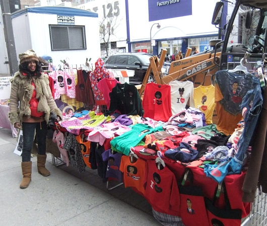 ニューヨークの街角で見かけた母への愛たっぷりのファッション・アイテム_b0007805_9165164.jpg