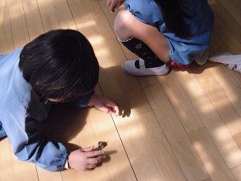 保育園でコマまわし_a0272042_1855061.jpg