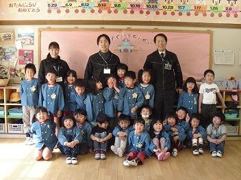 保育園でコマまわし_a0272042_1855145.jpg