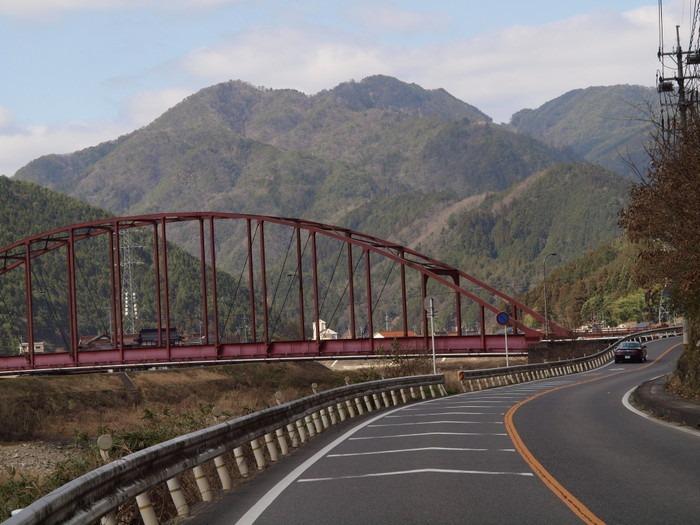 赤い橋と菜の花_c0116915_0201634.jpg
