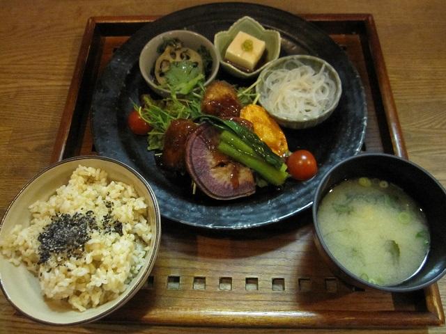 玄米&やさい食堂 玄三庵 西梅田店>