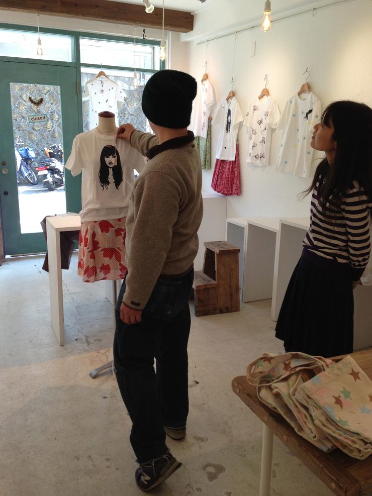 「cheap chic 夏までずうーーっと Tシャツ&スカート+アクセサリー」 展示始まりました。_e0060341_22383444.jpg
