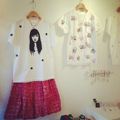 「cheap chic 夏までずうーーっと Tシャツ&スカート+アクセサリー」 展示始まりました。_e0060341_22394855.jpg