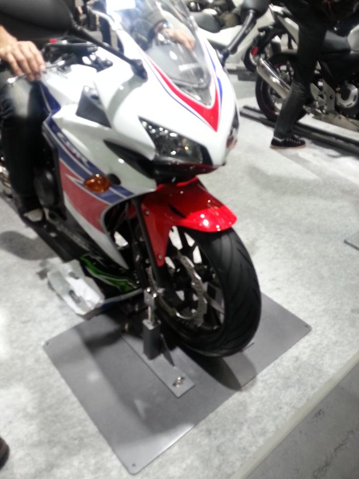 バイクと・・・大阪モーターサイクルショー_b0226322_1314308.jpg