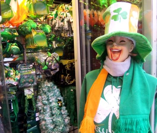 NYのセント・パトリック・デーで見かけた全身緑タイツの人_b0007805_828038.jpg