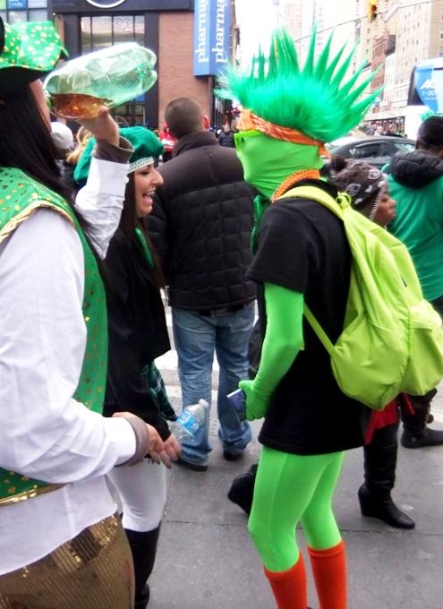 NYのセント・パトリック・デーで見かけた全身緑タイツの人_b0007805_8313037.jpg