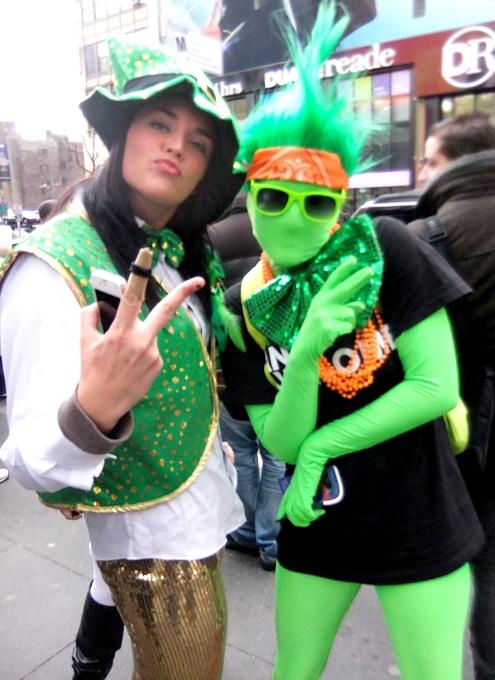 NYのセント・パトリック・デーで見かけた全身緑タイツの人_b0007805_8314020.jpg