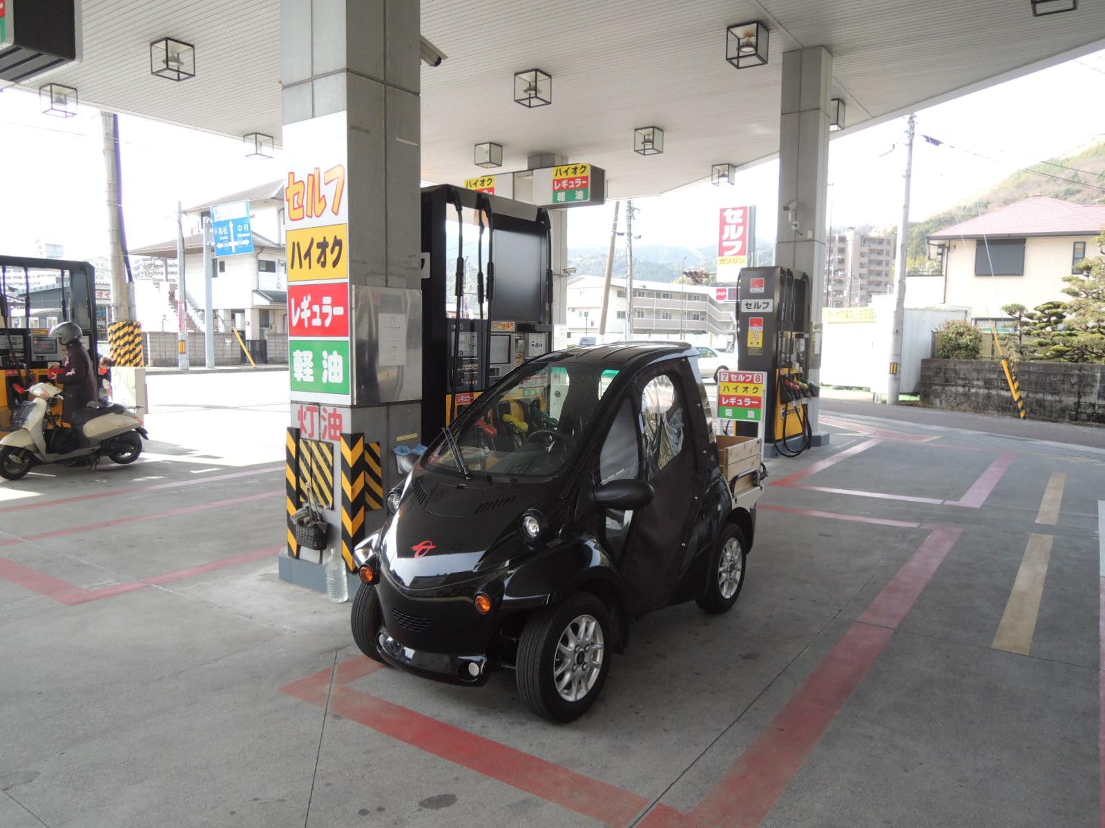 COMS  ガソリンスタンドで_e0142063_18374078.jpg
