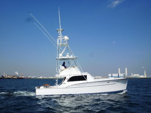 ハウンツさんに凛とした色気のあるボートが・・・【カジキ・マグロトローリング】_f0009039_17183314.jpg