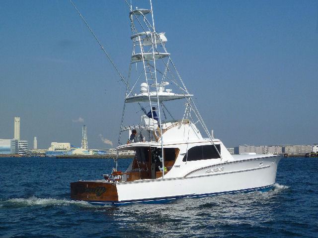 ハウンツさんに凛とした色気のあるボートが・・・【カジキ・マグロトローリング】_f0009039_17185243.jpg