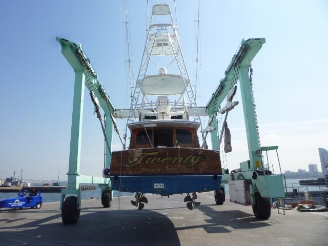 ハウンツさんに凛とした色気のあるボートが・・・【カジキ・マグロトローリング】_f0009039_17191744.jpg