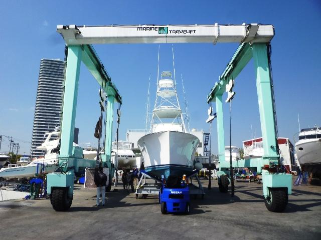 ハウンツさんに凛とした色気のあるボートが・・・【カジキ・マグロトローリング】_f0009039_1719465.jpg