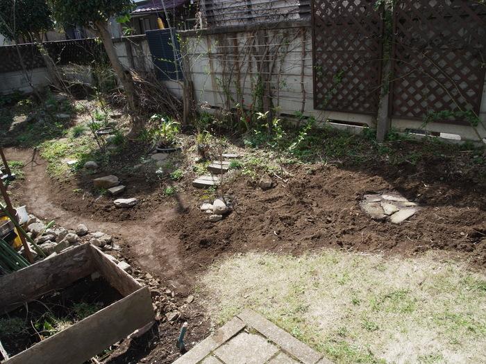 春の庭作り_e0276411_22224093.jpg