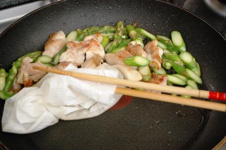 カフェ風♪アスパラと鶏の黒マヨコショウ炒め_d0104926_6425595.jpg