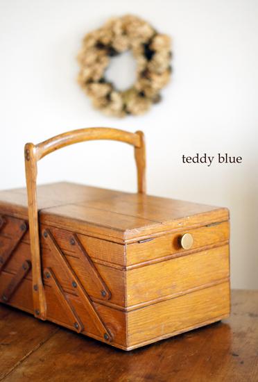 antique sewing box  アンティークのソーイングボックス_e0253364_1151568.jpg