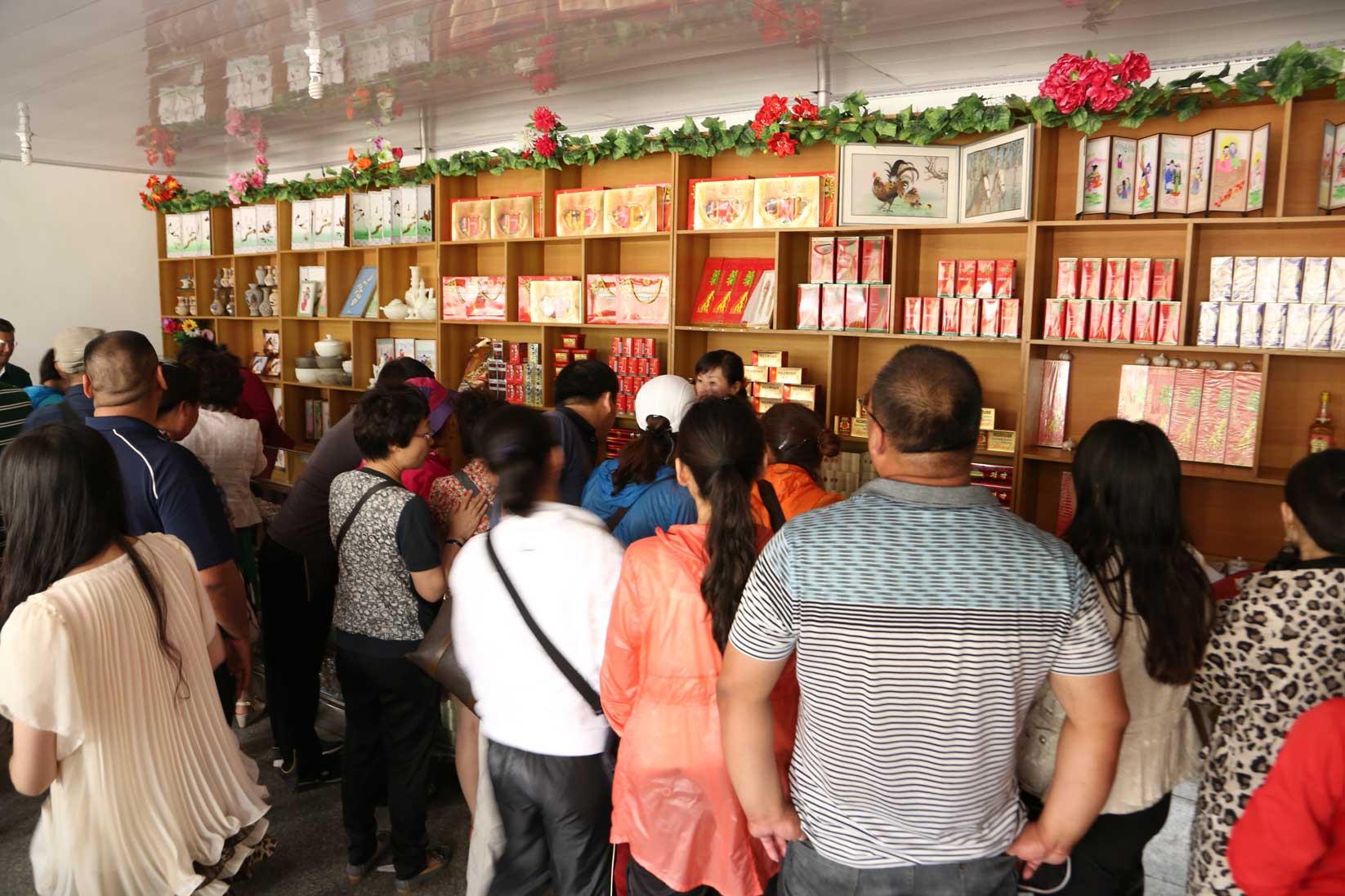 羅先(北朝鮮)で見かけた中国人観光客たち_b0235153_16213875.jpg