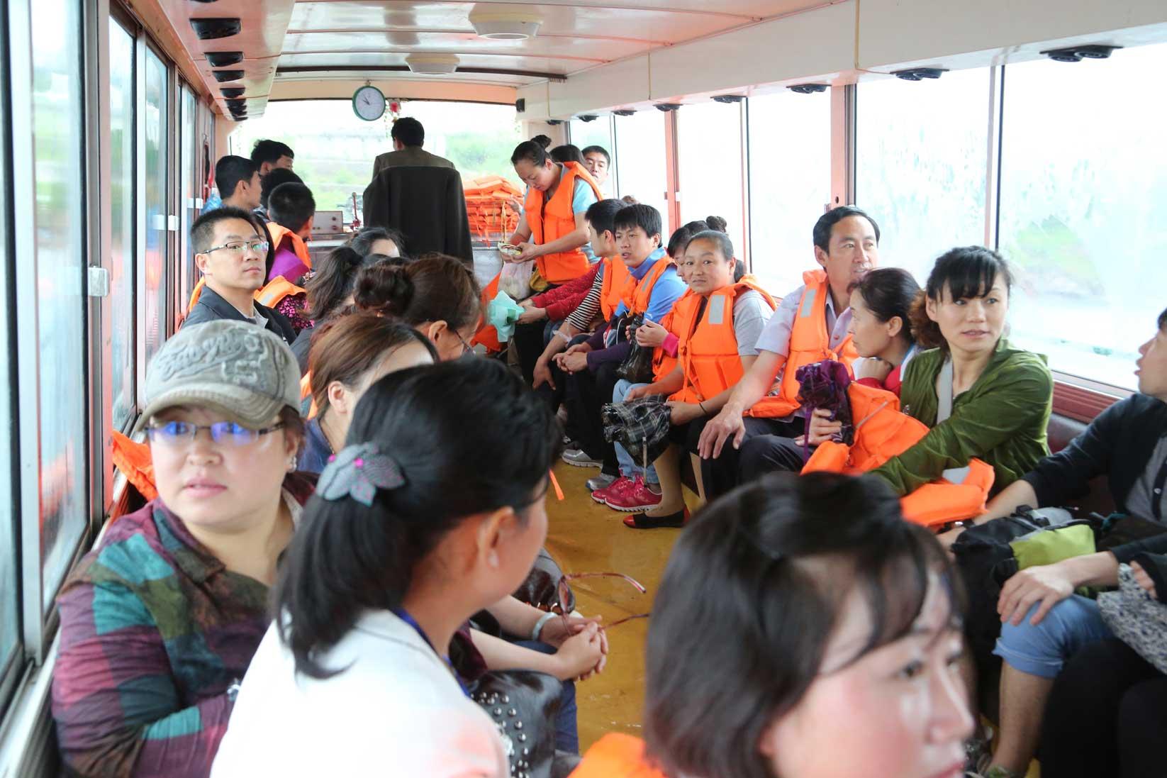 羅先(北朝鮮)で見かけた中国人観光客たち_b0235153_1622671.jpg