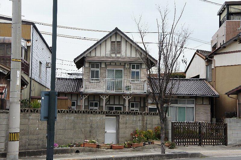 多度津町のD邸 : レトロな建物を...
