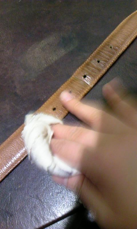 使い込んだ革小物達を労わる、二つのケア用品!_b0226322_175697.jpg
