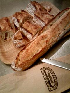 全粒粉のフランスパン。。。_a0229658_20163994.jpg