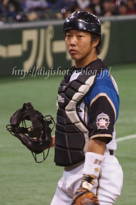 ファイターズの中でも鶴岡慎也捕手は私のお気に入りの選手です。とにかく、見... Out of f