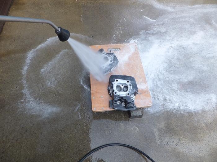 シリンダーヘッド洗い_c0226202_13243221.jpg