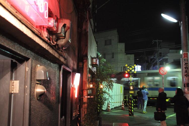 下北沢  小田急線地上駅、最後の夜_b0061717_1123147.jpg