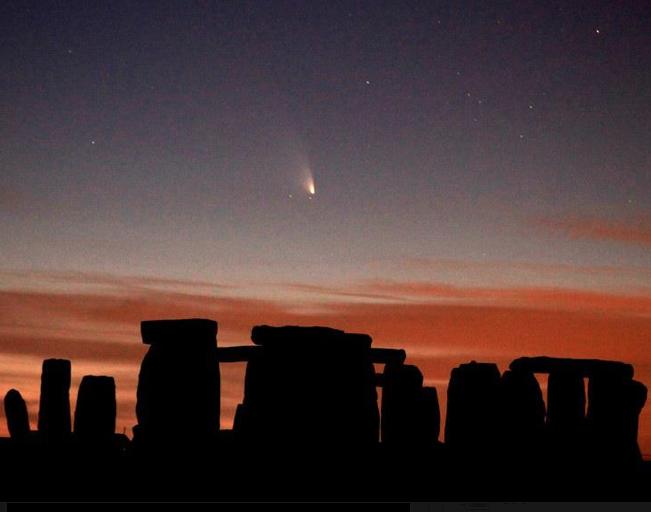 ストーンヘンジとパンスター彗星☆∞_b0213435_17235260.png