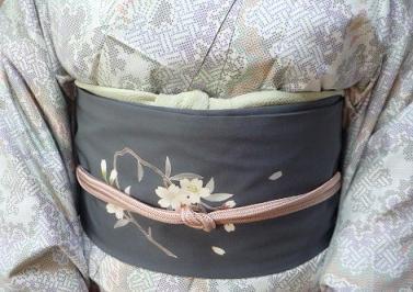 色大島に桜の帯・野田淳子さん・「桂樹庵」岡田さん_f0181251_15123654.jpg