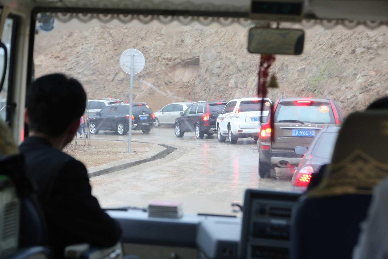 中朝第2の国境、圏河・元汀里は中国車がいっぱい_b0235153_1531101.jpg