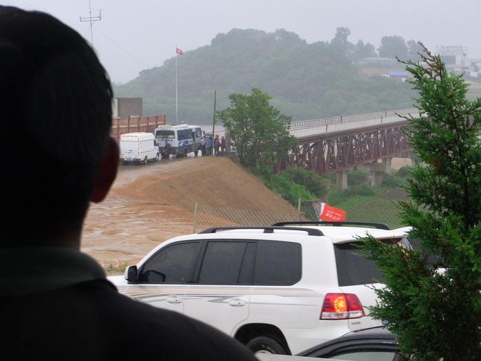 中朝第2の国境、圏河・元汀里は中国車がいっぱい_b0235153_15311961.jpg