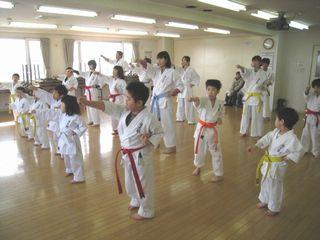 日曜空手 新川教室 春は入会シーズンです!_c0118332_14302439.jpg