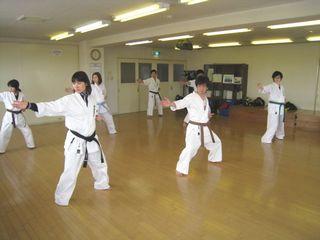 日曜空手 新川教室 春は入会シーズンです!_c0118332_14305893.jpg