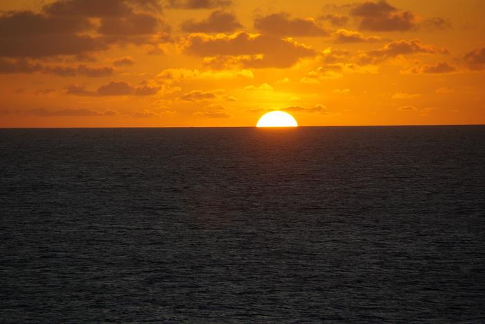ブラジル東沖北上 Sailing Northward Off the Eastcoast of Brazil_e0140365_2337297.jpg