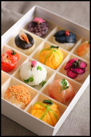 簡単なのに上品な彩りがすてき!「お花見弁当*手まり寿司10種」