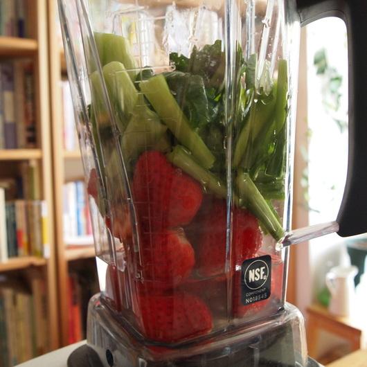 小松菜とイチゴのグリーンスムージー_a0292194_21432469.jpg