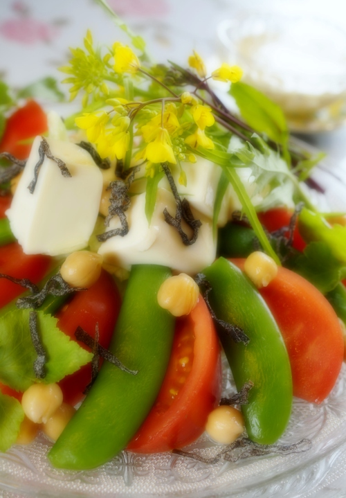 【いわきの親ばかトマト当選!!で 春色サラダを作りました♪】お写真はソフトフォーカス撮りです^^_b0033423_1964082.jpg