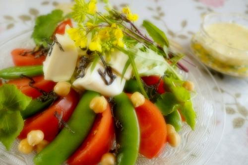 【いわきの親ばかトマト当選!!で 春色サラダを作りました♪】お写真はソフトフォーカス撮りです^^_b0033423_197567.jpg