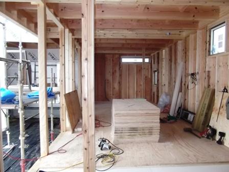 「丘に建つ回遊ウッドデッキの家」木工事_f0170331_102659100.jpg